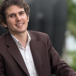 Dr Roberto  Foa